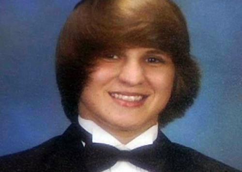 Caera Sturgis em uma das fotos 'barradas' no anuário de escola no Mississippi. (Foto: AP)